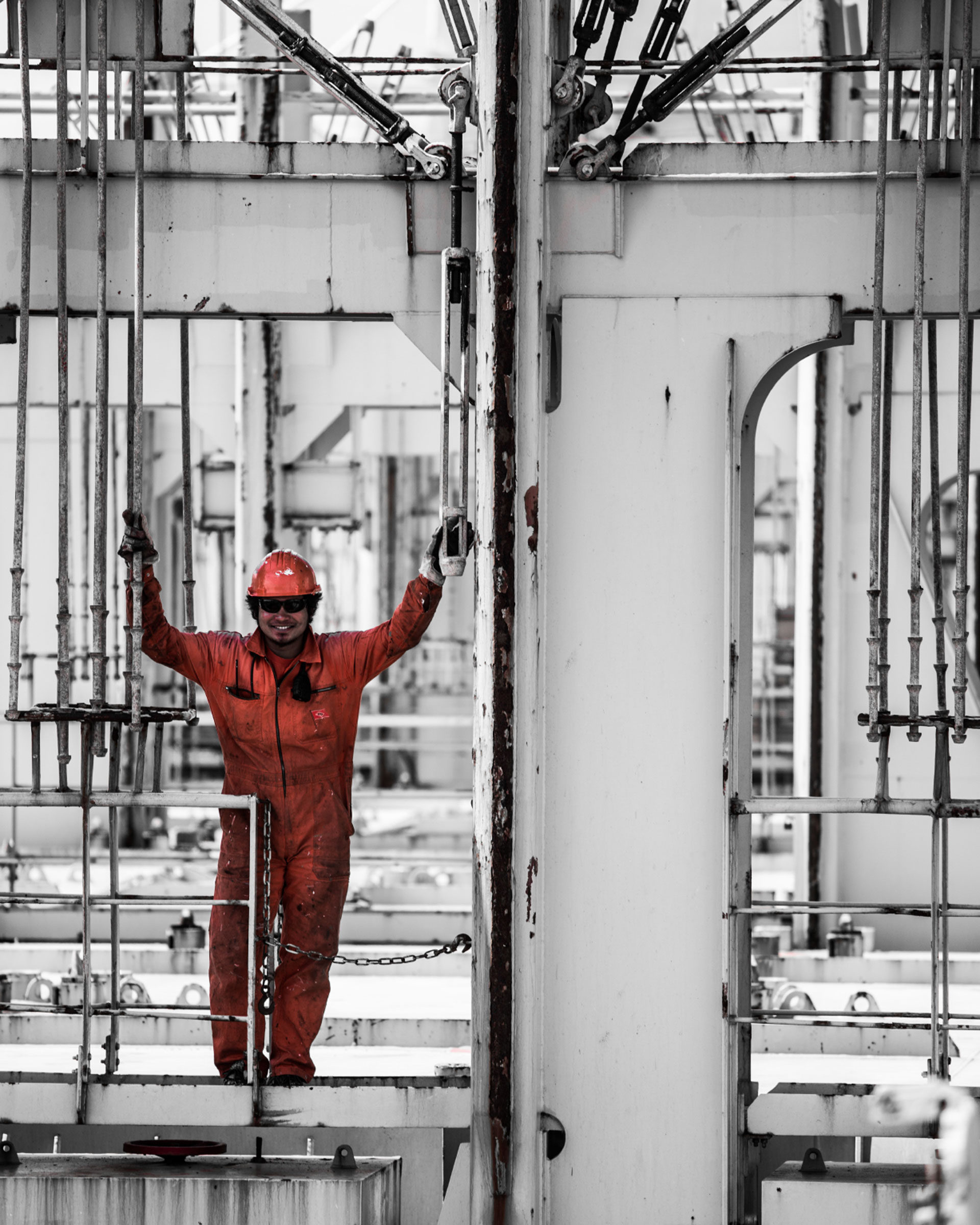 Arbeiter an Bord eines Containerschiffs