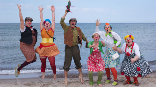 Die Clowns am Strand